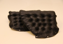 Pernilla69. Sæt armlæne i sort læder