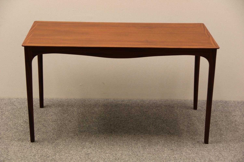 Unik Sofabord, restaureret lys mahogni. MS56