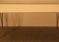 Spisebord med hvid laminat