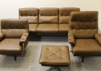 2 Lænestole og 1 skammel. Norell / Vante