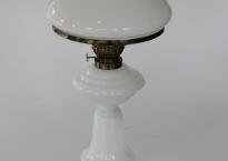Stor hvid petroleumslampe