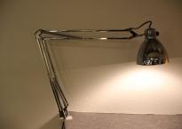Luxo bordlampe i krom. L-1.