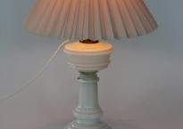 Tidl. petroleumslampe ombygget til el.